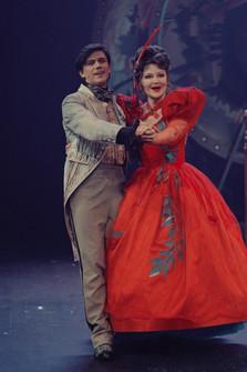 Леонид Бичевин и Марина Есипенко. Фотография спектакля«Соломенная шляпка», 2020 год
