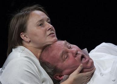 Михаил Васьков и Анастасия Бледная. Фотография спектакля «Женитьба»