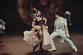 Леонид Бичевин и Нонна Гришаева в спектакле «Соломенная шляпка», фото Яны Овчинниковой