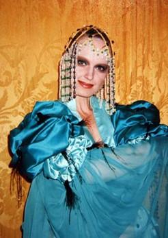 Елена Сотникова. Фотография спектакля «Лев зимой», 1998 год