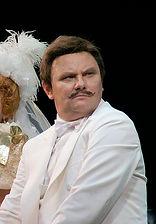 Михаил Васьков. Фотография спектакля «За двумя зайцами»