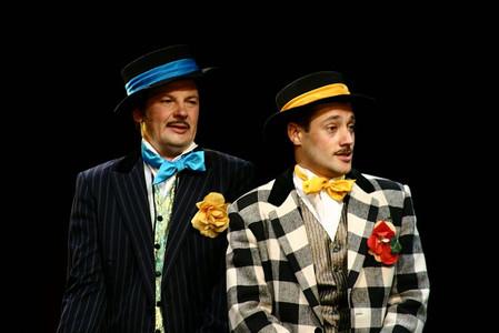 Александр Рыщенков и Роман Полянский. Фотография спектакля «За двумя зайцами»