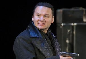 """Александр Олешко в спектакле """"Возьмите зонт, Мадам Готье!"""""""