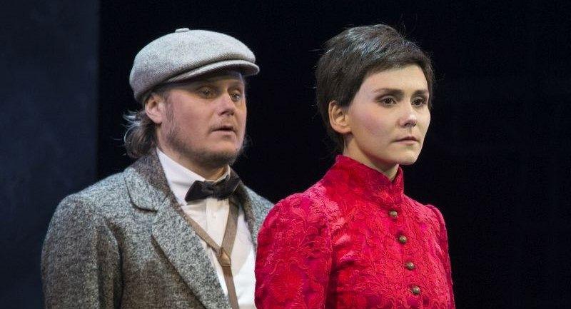 Олег Лопухов и Мария Бердинских. Фотография спектакля «Горячее сердце», фото: Валерий Мясников