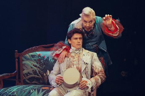 Леонид Бичевин и Владислав Демченко. Фотография спектакля«Соломенная шляпка», 2020 год