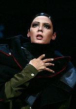 Лидия Вележева. Фотография спектакля «Берег женщин», 2008 год