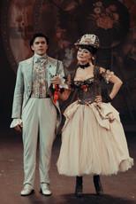 Леонид Бичевин и Нонна Гришаева. Фотография спектакля«Соломенная шляпка», 2020 год
