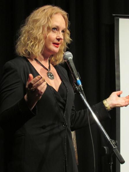 Елена Сотникова. Фотография с чтения стихов актрисы
