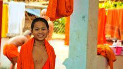 moines boudhiste _edited