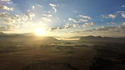 lever de soleil brume vang vieng
