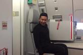 Peramugara Air Asia Mimik Tarian 'Toxic' Britney Spears Viral di Internet!
