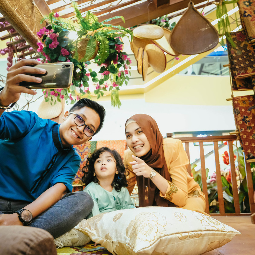 Take a selfie with the whole family in o