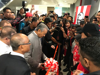 PRIME MINISTER OFFICIATES 701st KFC RESTAURANT IN UTM GURNEY MALL