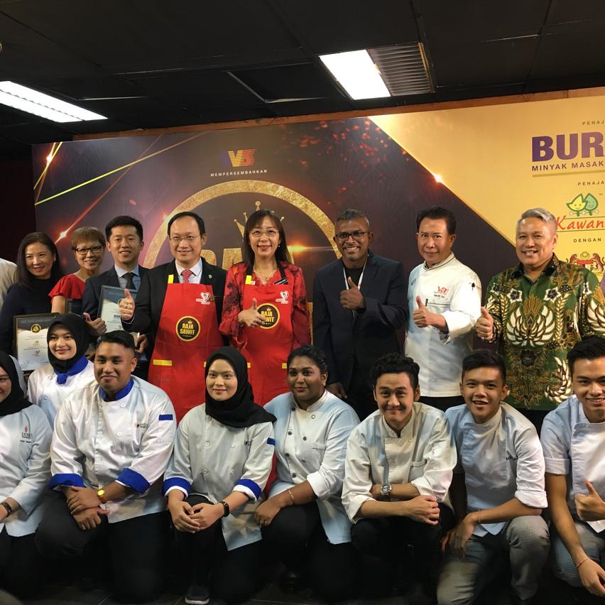Group foto bersama Pengarah Chew Han Tah