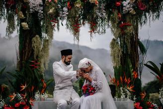 Dengan Sekali Lafaz Sahaja Yuna Sah Menjadi Isteri Adam Sinclair