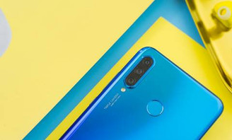 HUAWEI NOVA 4E: PEACOCK BLUE'S ULTIMATE SHAPE GLARE LEADS THE FASHION TREND