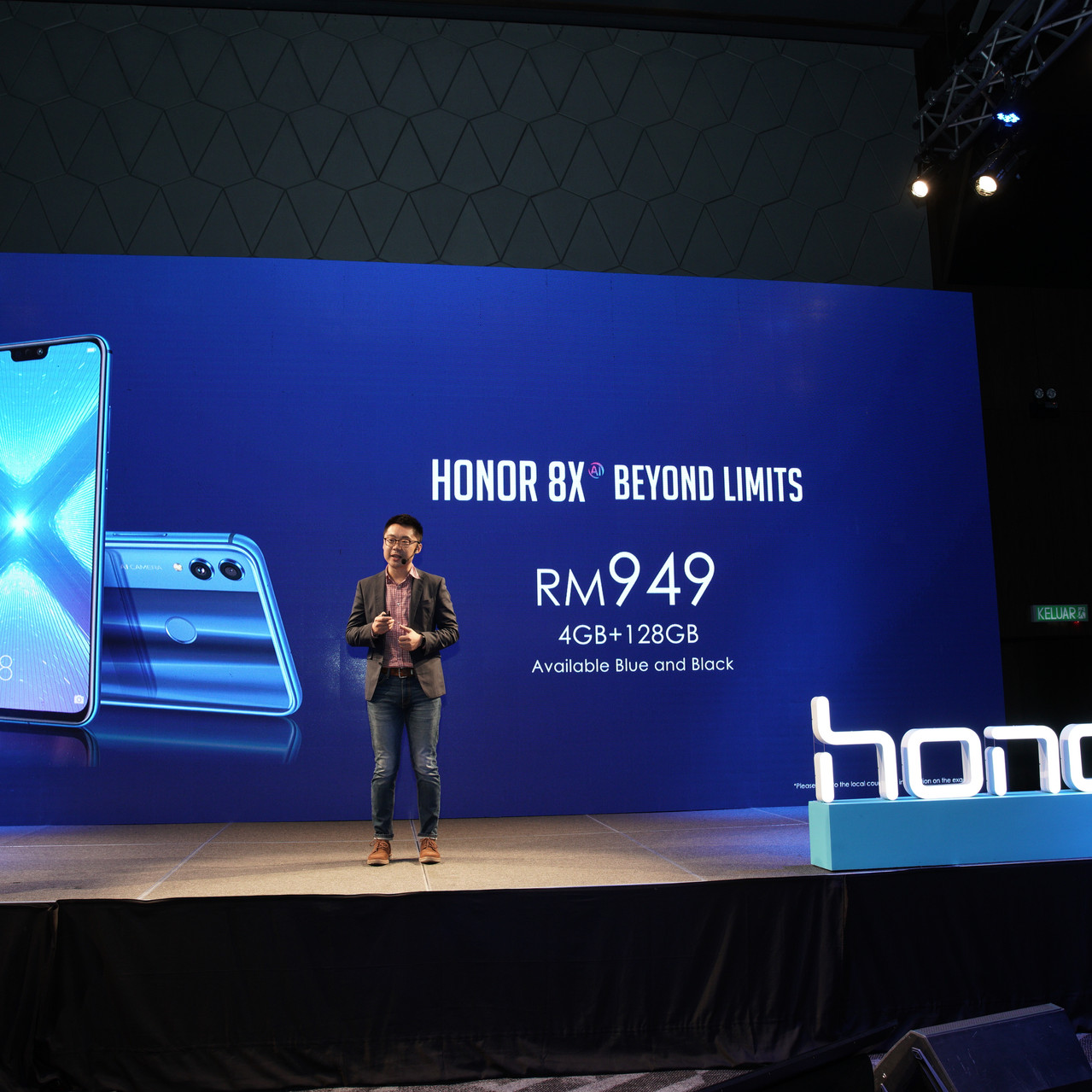 Not only does the honor 8X comes in Blue