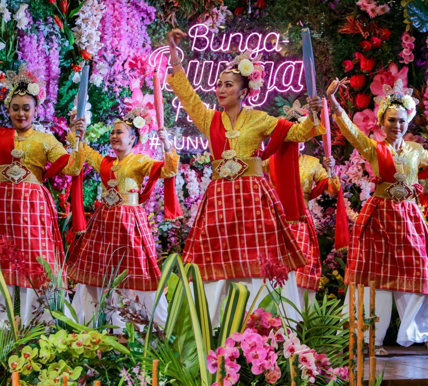 A traditional Joget Payung performance t
