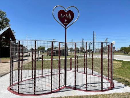 LOVE LOCKS ART SCULPTURE HAS A HEARTBEAT THAT ROCKS