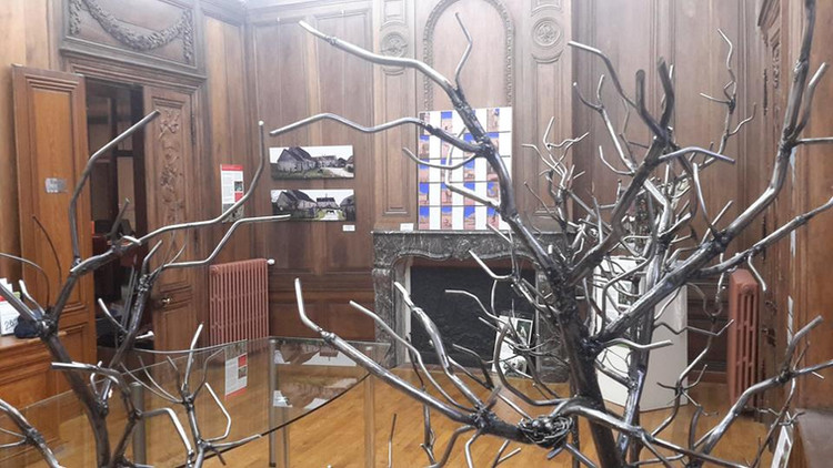 Installation artistique à la Mairie de B