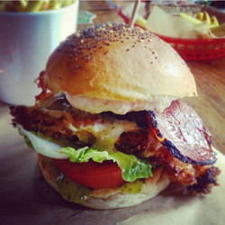 Crispy chicken burger with cow bacon