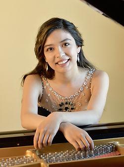AnitaPari_pianophoto.jpg