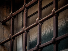 Campo profughi trasformato in carcere