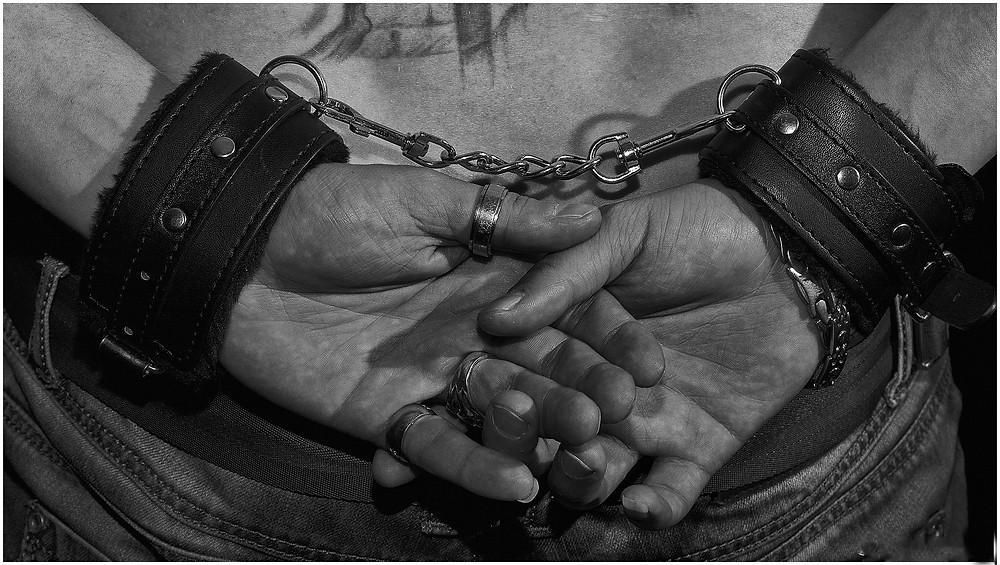 Le prisonnier, métaphore, hypnose et thérapie à distance