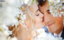 newlywed,-bride,-groom,-couple,-flying-kiss-158851