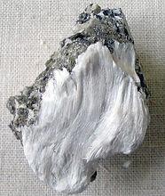Asbestos_with_muscovite.jpg