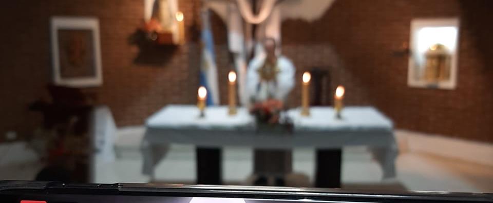 Adoración en el Mes del Sagrado Corazón