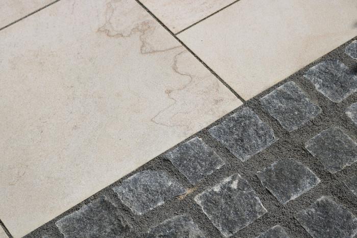 Granite Cobbles with Marshall's Sawn Veruso Sandstone pavingPaving