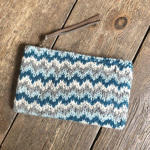 AURA QUE HARSA Zigzag Handknit Clutch Bag Purse
