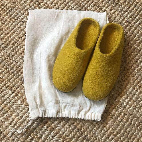 AURA QUE MITA Felt Slippers - Mustard