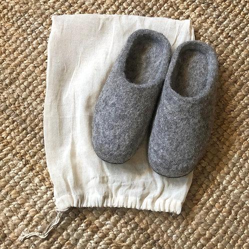 AURA QUE MITA Felt Slippers - Light Grey
