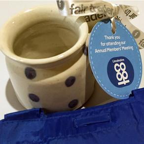 900 gift-wrapped mugs? No problem!