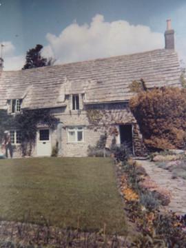 27 Barton (Cobblers) & Rose Cottages.jpg
