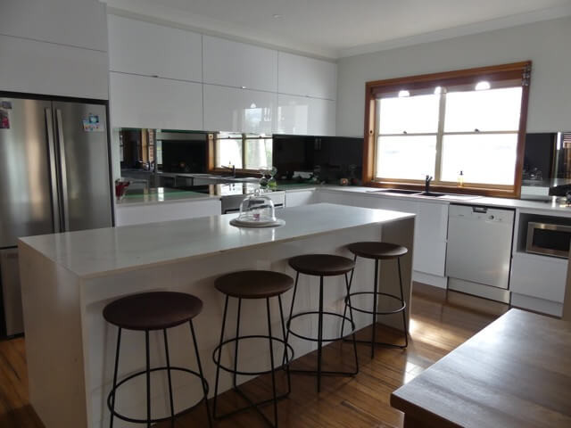 Top 5 Trendy Kitchen Glass Splashback Ideas