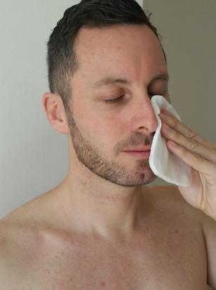 Comment bien nettoyer sa peau du visage  ? Les conseils de Sophie, de la Clinique del Mar