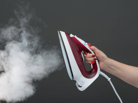 Pourquoi une centrale vapeur est-elle plus efficace qu'un fer à repasser pour tes vêtements ?