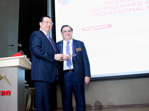 Presdir Dexa Medica Memperoleh 'International Distinguished Alumni Award'