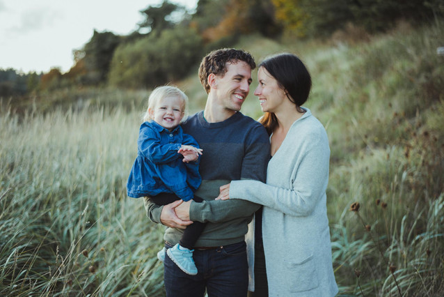 Family Photoshoot in Comox BC with Outfit Ideas