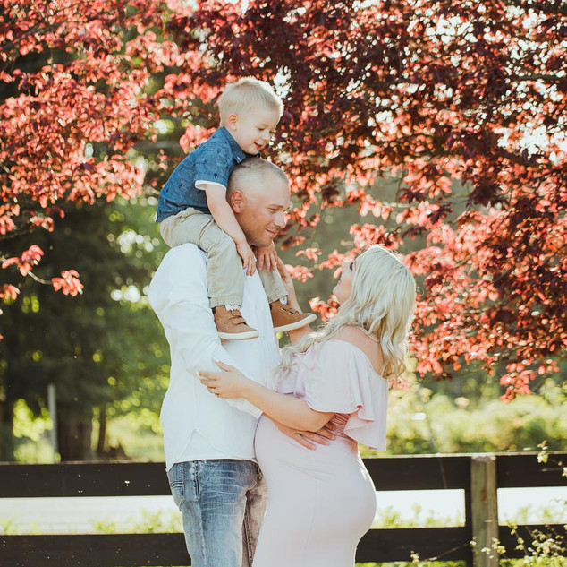 Maternity Photographer in Campbell River BC