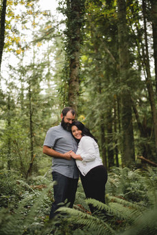 Vancouver Island Wedding Photographer taking Engagement Photos in Nanaimo at the Lake