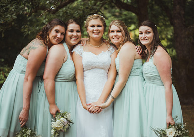 Best Wedding Photographer in Campbell River BC takes wedding party photos
