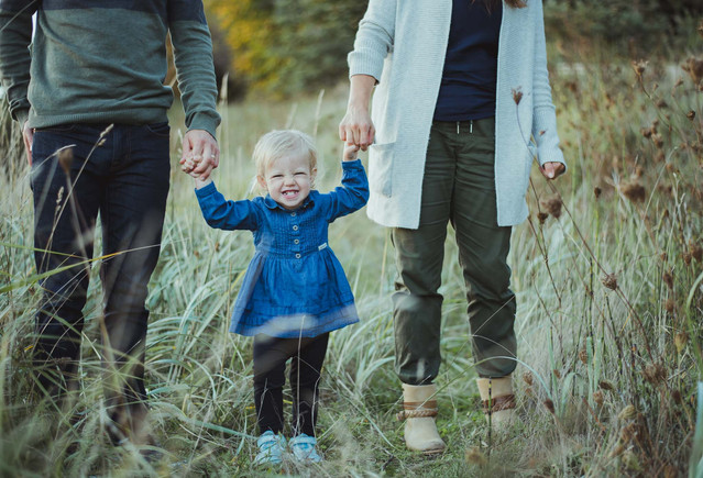 Family photoshoot of cute family in Comox, BC. They have a great outfit