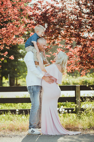 Best Maternity Photographers near Campbell River BC taking Family Photos