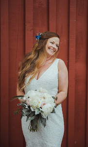 beautiful image of bride on her wedding day in Telegraph Cove BC