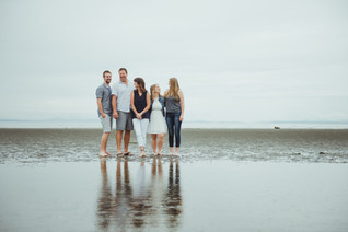 Family Photoshoot Outfit Ideas In Campbell River BC with local Photographer