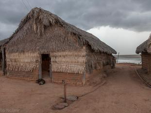 chegando a chuva, casa tradicional, rio Araguaia HN1125_karaja
